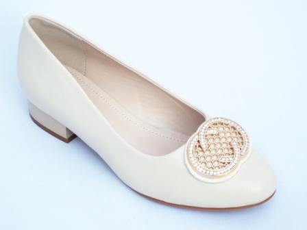 Pantofi dama bej, toc de 3 cm si accesoriu cu strasuri