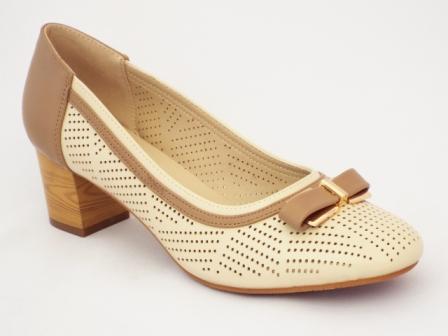 Pantofi dama bej cu toc de 4 cm, perforati.