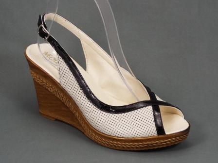 Sandale dama piele bej ortopedice toc 8,5 cm Gynna