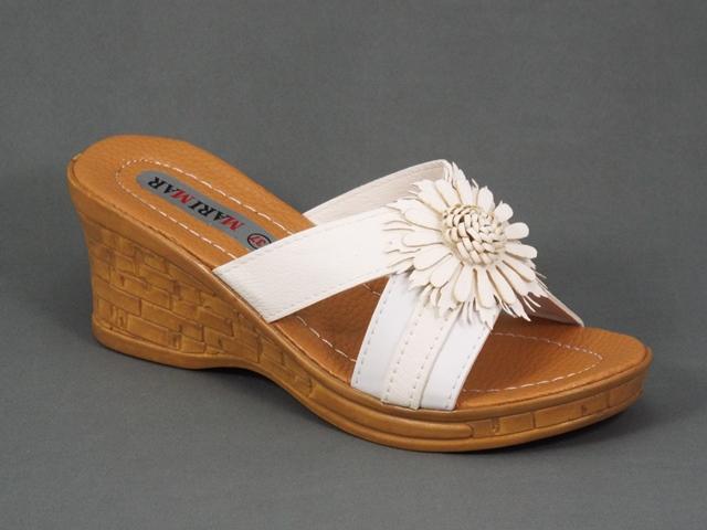 Papuci dama albi cu bej deschis ortopedici toc 7 cm Nyko