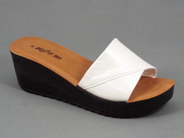 Papuci dama alb perlat Ioana