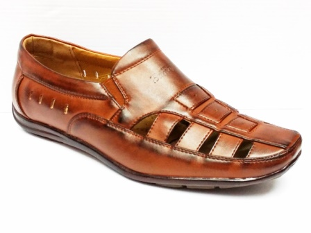 Sandale barbati maro, decupati, cu talpa comfortabila.