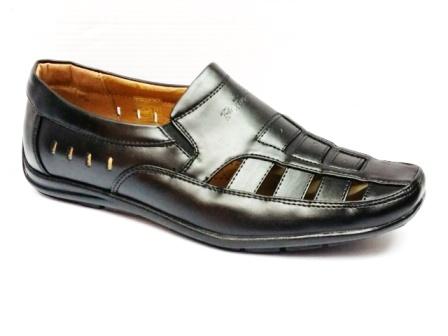 Sandale barbati negre, decupate, cu talpa comfortabila.