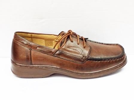 Pantofi barbati maro, cu siret si talpa comfortabila.