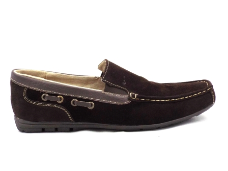 Pantofi barbati maro, din piele intoarsa, cu talpa comfortabila.