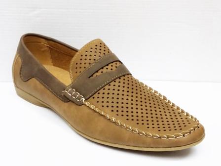 Pantofi barbati maro, perforati, cu talpa comfortabila.