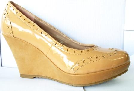 Pantofi dama bej, talpa ortopedica si material piele eco lacuit