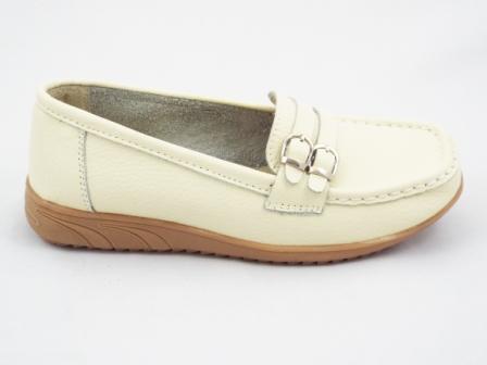 Pantofi dama bej din piele naturala.