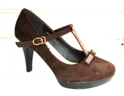 Pantofi dama maro, eleganti , cu toc de 7 cm, material imitatie piele intoarsa, cu accesorii metalice,