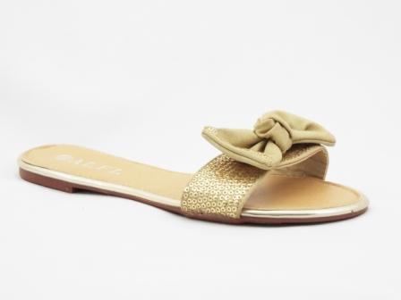 Papuci dama bej cu model auriu, accesoriu tip fundita