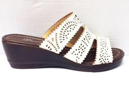 Papuci dama albi,perforati, cu talpa ortopedica