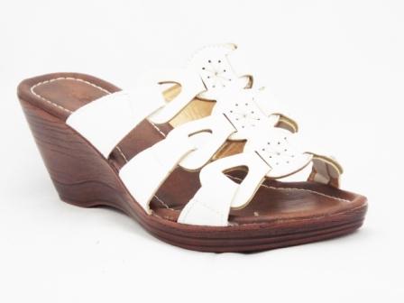 Papuci dama albi, talpa ortopedica maro, toc de 6 cm.