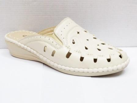 Saboti dama albi, cu profil ergonomic, din material perforat, foarte comozi.