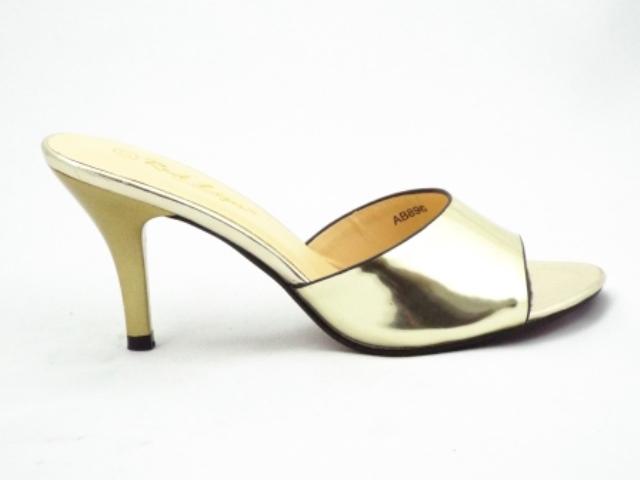 Saboti dama aurii,cu toc de inaltime medie, eleganti si deosebit de comozi