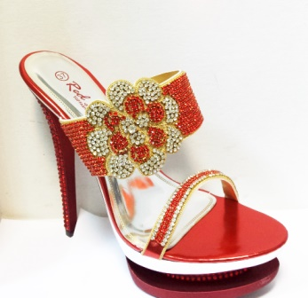 Saboti dama rosii,cu toc de inaltime medie,strasuri argintii si negre dispuse in model floare