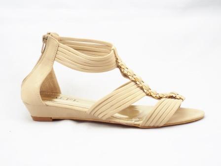 Sandale dama bej cu talpa ortopedica si accesoriu metalic auriu tip lant