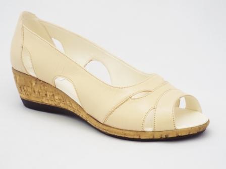 Sandale dama bej, piele naturala, talpa ortopedica tip pluta decupate fata.