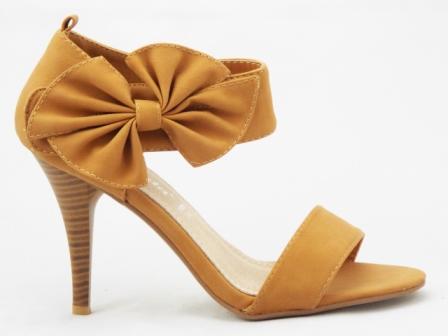 Sandale dama bej , toc de 9 cm, cu accesoriu tip funda