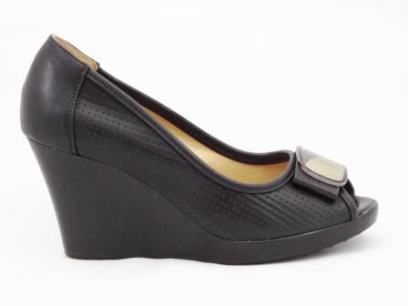 Sandale dama negre perforate, cu talpa ortopedica si accesoriu metalic
