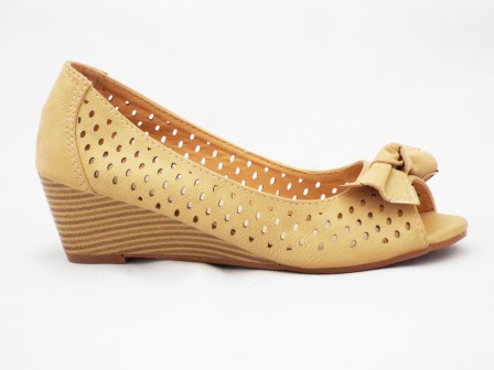Sandale dama bej din material perforat, cu accesoriu metalic tip fundita