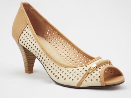 Sandale dama bej, toc de 5 cm, cu accesoriu metalic