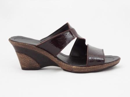 Papuci dama maro inchis din piele naturala lacuita, cu talpa ortopedica