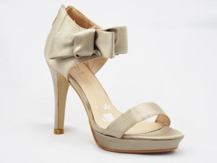 Sandale dama bej satinat , toc de 9 cm, cu accesoriu tip funda