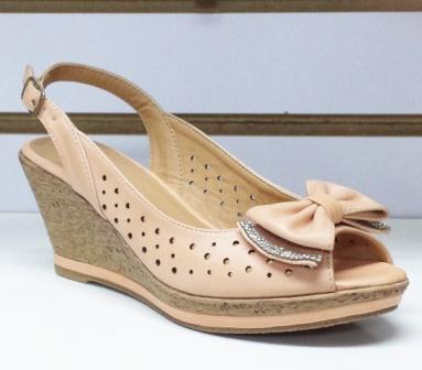 Sandale dama bej, material perforat cu talpa ortopedica si accesoriu tip fundita