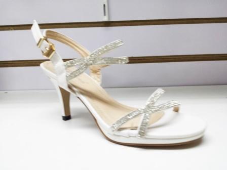 Sandale dama albe, cu toc de 6 cm, elegante, cu strasuri argintii