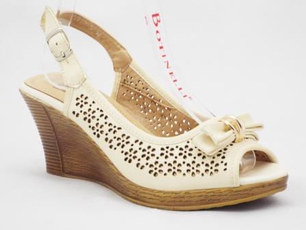 Sandale dama bej, material perforat, cu talpa ortopedica si accesoriu metalic auriu