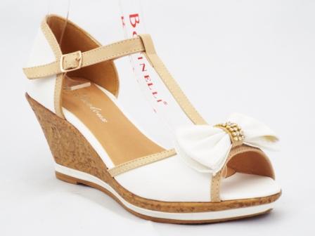 Sandale dama albe cu bej, cu talpa ortopedica si accesoriu tip funda cu strasuri