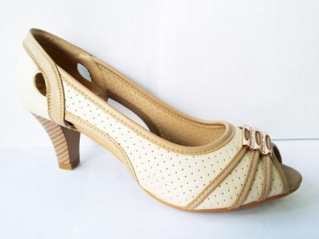 Sandale dama bej , toc de 5 cm, cu accesoriu frontal