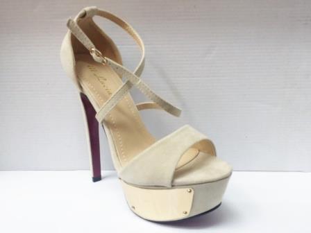 Sandale dama bej cu toc inalt , platforma si accesoriu metalic auriu.