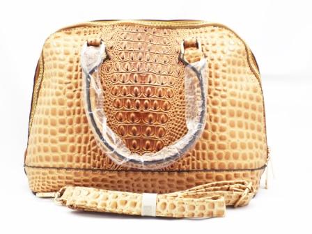 Geanta dama camel, cu fermoar metalic auriu