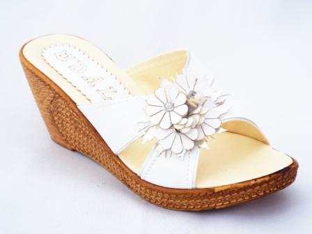 Papuci dama albi cu accesoriu floare