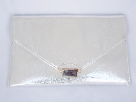 Geanta dama argintie, tip plic , cu accesorii metalice aurii