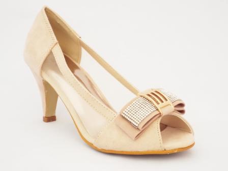 Sandale dama bej , toc de 5 cm, cu strasuri fin aplicate.