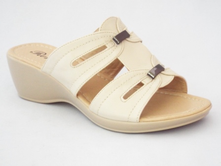 Papuci dama bej, cu doua accesorii metalice