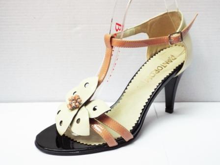 Sandale dama bej din piele naturala , cu accesoriu frontal tip floare